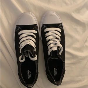 Mossimo Black Sneakers - Size 9